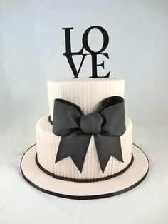 Bold Black & White Cake Photo