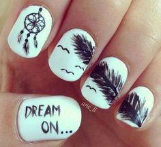 Si sos amante de subir frases en tus redes sociales, ahora también las podés llevar en tus uñas!!