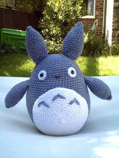 Make this cute amigurumi Totoro from heavens_hellcat's crochet pattern on LJ. Link.