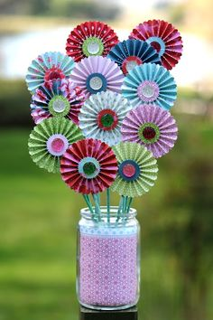 Feel the paperlove in this DIY papercraft challenge by making your own paper fans and pinwheels Camping Crafts, Fun Crafts, Crafts For Kids, Arts And Crafts, Flores Diy, Diy Paper, Paper Crafts, Little Presents, 3d Quilling
