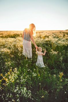 Fieald family session Studio Słoń #family #familyphotoshoot #field #sunset #motheranddaughter