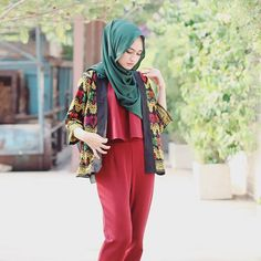 when maroon met emerald ❤️ cerutti scarf: @hijab_er  ethnic outer: @dedaribali