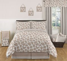 Sweet Jojo Designs Giraffe Bedding set will help you create an incredible room for your child. This stylish designer bedding set uses a sensational JoJo designs exclusive giraffe animal print. Twin Size Bed Sets, Kids Twin Bedding Sets, Queen Comforter Sets, Twin Comforter, Girl Bedding, Giraffe Bedroom, Giraffe Decor, Animal Bedroom, Kids Boy