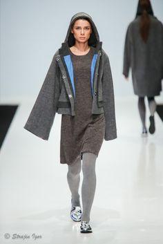 Пальто с капюшоном-дыркой