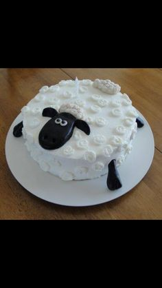 Shaun the Sheep Cake adorable for Eid al adha (which is so close :D Cake Cookies, Cupcake Cakes, Shaun The Sheep Cake, Sheep Cupcakes, Creative Cakes, Cakes And More, Themed Cakes, No Bake Cake, Cake Designs