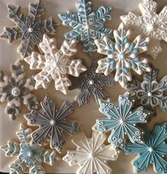 Cookies Decorated Ideas Snowflake Ideas For 2019 Christmas Sugar Cookies, Christmas Sweets, Christmas Cooking, Noel Christmas, Holiday Cookies, Fancy Cookies, Iced Cookies, Cute Cookies, Diy Christmas Fireplace