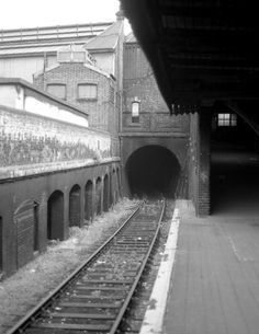London Kings Cross Widened lines tunnel July 1977 Ho Train Track, Train Tracks, Ho Trains, Model Trains, London Underground Stations, Old Train Station, Disused Stations, Railroad Pictures, London History