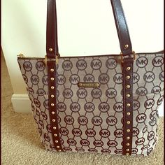 Michael kors jet set ziptop tote Jet set tote medium, hardly used. (1 month) got for Christmas. bought a new purse that fits my likings better. There is no damage and honestly you would never know it was used. I also stuff all my purses with bubble wrap so they don't lose their shape when not in use and will ship stuffed to ensure shape. Michael Kors Bags Shoulder Bags