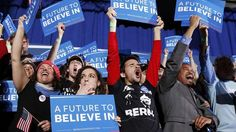 Bernie Sandersin tukijat juhlivat vaalivoittoa.