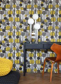 Gelb und Grau: Tapete gracewood von Ferm Living #skandinavisch #design www.meinewand.de