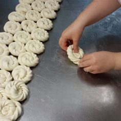 Savored wheel brioche in the making. Easy To Make Appetizers, Desserts To Make, Challah, Festive Bread, Bread Shaping, Bread Art, Our Daily Bread, Bread And Pastries, Turkish Recipes