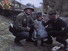 Wehrmacht soldiers comfort a child . Browse new photos about Wehrmacht soldiers comfort a child . Most Awesome Funny Photos Everyday! Dog Soldiers, German Soldiers Ww2, German Army, Small Soldiers, American Soldiers, Military Photos, Military History, Greek Soldier, Military Soldier