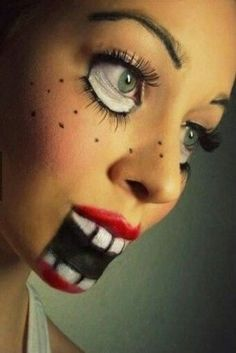 Doll Makeup Awesome Doll make-up! I think I will do something like this for HalloweenAwesome Doll make-up! I think I will do something like this for Halloween Diy Halloween Face Paint, Scary Face Paint, Halloween Makeup Clown, Maquillage Halloween, Halloween Kostüm, Halloween Painting, Halloween Costumes, Simple Halloween Makeup, Vintage Halloween