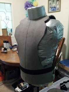 Cutting out the basic shape of the front piece. Cosplay Diy, Cosplay Costumes, Foam Armor, Basic Shapes, Armour, Batman, Projects, Crafts, Body Armor