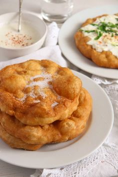 Hungarian Fried Bread – Langos Recipe - Hungarian langos recipe, easy to make fried bread topped with garlic sour cream or something sweet. Sicilian Recipes, Croatian Recipes, Hungarian Recipes, Greek Recipes, Hungarian Food, Hungarian Bread Recipe, Lithuanian Recipes, Churros, Romanian Food