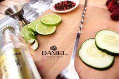 #HappyHour&Tapas en #DDW!!! Los esperamos... http://daniel.com.co/menus/bebidas   Reservas: 2493404  #bar #gin #fevertree