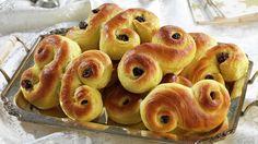 Lussekatter - Tradisjon - Oppskrifter - MatPrat Doughnut, Garlic, Baking, Vegetables, Desserts, Christmas, Tailgate Desserts, Xmas, Deserts