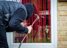Civil Emergencies and DIY Home Security: Safeguard Your Home from Intruders Best Home Security System, Diy Home Security, Wireless Home Security Systems, Security Tips, Security Alarm, Security Cameras For Home, Safety And Security, Personal Security, Survival Tips
