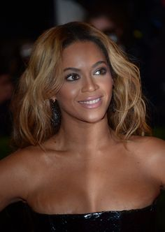 Beyonce wore custom-made Givenchy Couture dress by Ricardo Tisci.