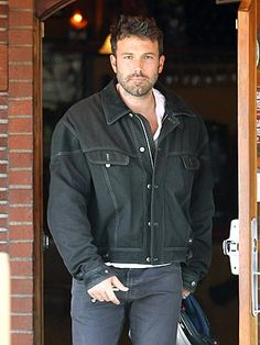 Ben Affleck is right sexy! Ben Affleck, Star Track, September 28, Mark Wahlberg, Channing Tatum, Celebrity Dads, Hugh Jackman, Tom Cruise, Daddy