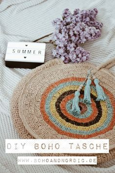 Anzeige – DIY Tasche Boho Style selber machen #diy #tasche #boho #bohostyle #bohochic #festival #bohofashion #selbermachen #fashion #mode #upcycling #bohemian #bohemianstyle Boho Stil, Bohemian, Diy Mode, Beautiful Bags, Diy Fashion, Pilot, Diy And Crafts, Crochet Earrings, Fashion Accessories