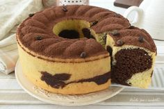 CIAMBELLONE al TIRAMISU VARIEGATO Sweet Desserts, Sweet Recipes, Cake Recipes, Dessert Recipes, Torta Angel, Torte Cake, Plum Cake, Oreo Cheesecake, Sweet Bread