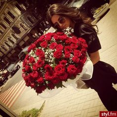 Romance me. I deserve to be treated like your princess. Do the little things the other guys refused to do.  I love pink & red roses!