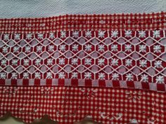 Hardanger Embroidery, Diy Embroidery, Bordado Tipo Chicken Scratch, Check Material, Chicken Scratch Embroidery, Hand Stitching, Gingham, Needlework, Bohemian Rug
