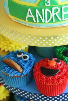 How to decorate Elmo, Cookie Monster, Big Bird, & Oscar cupcakes.