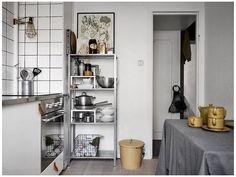 Apartment Kitchen, Home Decor Kitchen, Kitchen Interior, Home Kitchens, Ikea Interior, Room Interior Design, Interior Design Inspiration, Ikea Kitchen Storage, Ikea Hack Kitchen