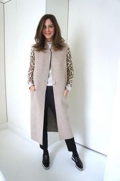 Stitch Fix – I love Trinny Woodall's style. She is quite tall so she can rock those long gilets. Being a few inches shorter, I'm not sure this would work for me. How to Wear Leopard Print Quirky Fashion, Daily Fashion, Everyday Fashion, Spring Fashion, Trinny Woodall, Business Outfits Women, Corporate Attire, Layering Outfits, Fashion Outfits