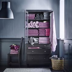 Find everything you need for a complete set of quality, comfortable bathroom linens at IKEA featuring towels, wash cloths, bath sheets, and more. Mauve Bathroom, Purple Bathrooms, Ikea Towels, Bath Towels, Ikea Portugal, How To Roll Towels, Purple Interior, Ikea Family, Ikea Furniture