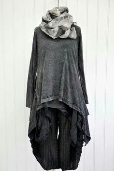 Krista Larson What is the primary purpose of sewing? Yeah, sew something to wear, right? Witch Fashion, Dark Fashion, Boho Fashion, Fashion Outfits, Marla Singer, Mode Sombre, Estilo Hippie Chic, Bohemian Style Clothing, Gothic Fashion