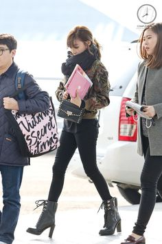 GIRLS GENERATION, the best source for photography, media, news and all things related. Snsd Airport Fashion, Snsd Fashion, Korean Fashion, Girl Fashion, Womens Fashion, Airport Outfits, Tiffany Girls, Snsd Tiffany, Tiffany Hwang