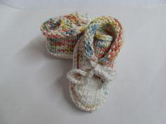 _+Baby Sneaker in bunt für ca.bis 3 Monate+_  Die Babysneaker sind aus einem weichem Baumwollmischgarn hergestellt!Sie werden mit einer  Kordelschn...