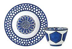 Hermès 愛馬仕異域之藍瓷器餐具,Price Upon Request 用東方色彩描畫出西方的情致,美麗的風景展現在餐桌上的溫情時刻。