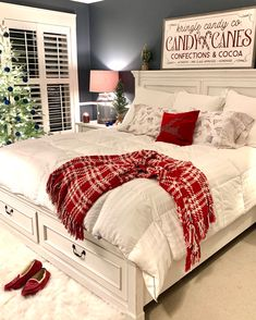 Cozy Christmas bedrooms are magical for your family or guests! Cozy Christmas, Country Christmas, White Christmas, Christmas Fireplace, Christmas Kitchen, Christmas Bedding, Christmas Bedroom Decorations, Winter Bedroom Decor, Fireplace Decorations