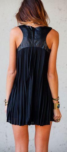 Gorgeous sleeveless dress with leather detail fashion