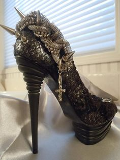 AMAZING snake spike #heels #shoes