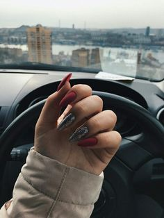 Silver and burgundy beautiful nails - ChicLadies. Pastel Nails, Yellow Nails, Burgundy Nails, Stylish Nails, Trendy Nails, Fire Nails, Oval Nails, Best Acrylic Nails, Dream Nails