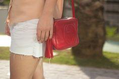 look-do-dia-camisa-nude-short-jeans-sandalia-nude-vicenza-gucci-soho-red-drops-das-dez-4