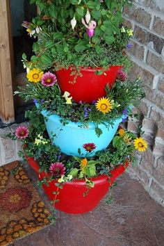 I like the colors of this tiered garden. :)