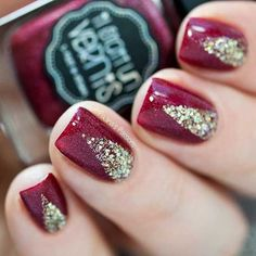 Elegant Red and Gold Glitter Christmas Nails