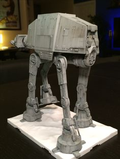 Walker Star Wars, Maquette Star Wars, At At Walker, Imperial Army, Star Wars Models, All The Small Things, Spaceship Concept, Star Wars Images, Love Mom