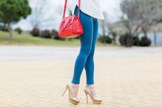 Leggings + Winter coat Crimenes de la Moda