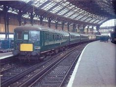 """Brighton station with 6 PAN unit coach train containing a Pullman Car) on a """"fare well to the electric trains"""" tour. Electric Locomotive, Diesel Locomotive, Southern Trains, Brighton Belle, Pullman Car, Uk Rail, Heritage Railway, Train Tour, Southern Railways"""