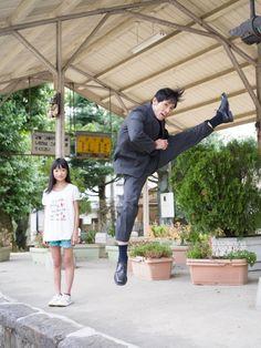 jumping salarymen - Photos of Japanese Businessmen Jumping Next to Their Daughters by Yuki Aoyama