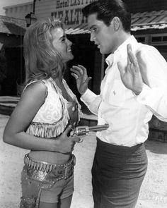 Ann-Margret and Elvis Presley, Viva Las Vegas, 1964 Lisa Marie Presley, Priscilla Presley, Musica Elvis Presley, Elvis Presley Photos, Hollywood Stars, Classic Hollywood, Old Hollywood, Mississippi, Force Et Courage