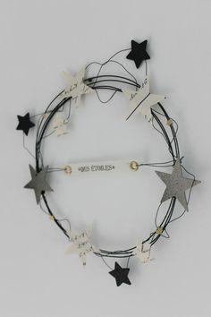 """On craque pour ces sublimes étoiles pour la plupart """" home made"""". En bois, papier, feutre ou céramique, colorées ou naturelles, on en met partout dans la maison! ( source. pinterest)"""