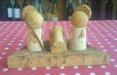 Resultado de imagem para presépios com madeira ou  cortiça Christmas Crafts, Xmas, Christmas Ornaments, Wood Projects, Projects To Try, Wine Craft, Cork Crafts, Holy Family, Craft Gifts